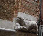 715px-6555_-_Venezia_-_S__Polo_-_Campanile_-_Leone_stiloforo_(sec__XII)_-_Foto_Giovanni_Dall'Orto,_8-Aug-2007a.jpg
