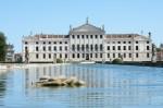 Ville-Venete-da-Stra-a-Malcontenta-la-Riviera-del-Brenta-andrea-palladio-tiepolo-mira-3-550x365.jpg