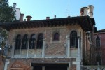 Palazzo Gaffaro con pietre forate.jpg