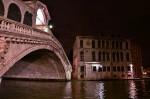 Ponte di Rialto con Palazzo dei Camerlenghi.jpg