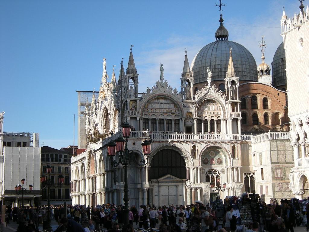 Gli intriganti ingressi della basilica di san marco dall for Esterno basilica di san marco